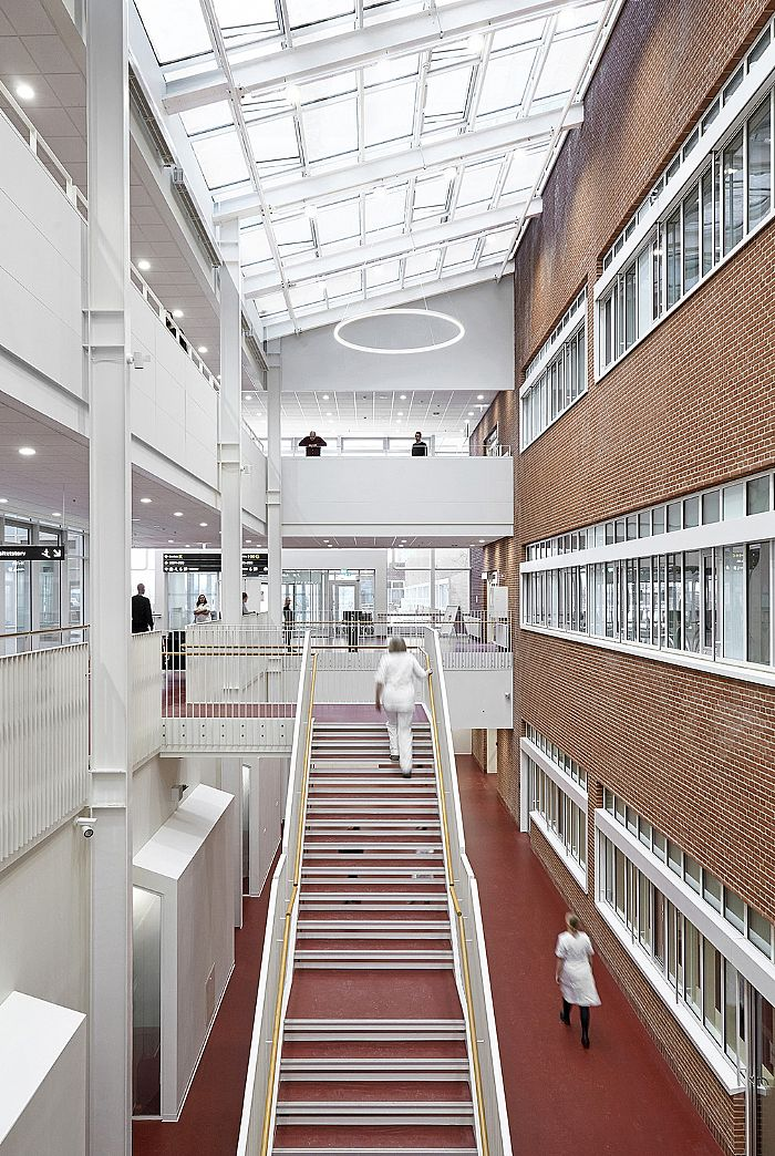 Akutcentret-indviet-paa-Det-Nye-Universitetshospital-i-Aarhus-C-F-Moeller-img-7994-w700-h1044