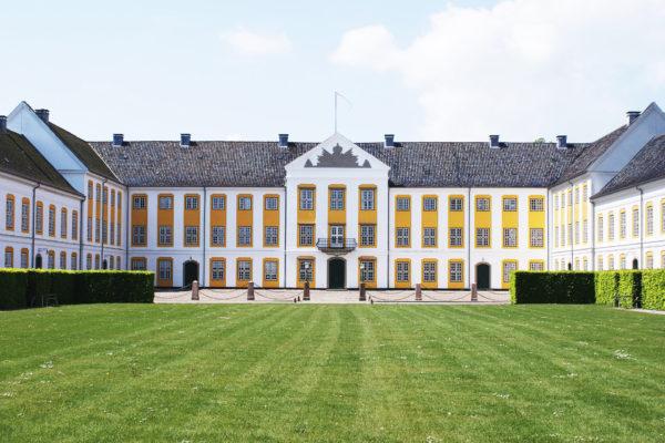 augustenborg-slot-facade